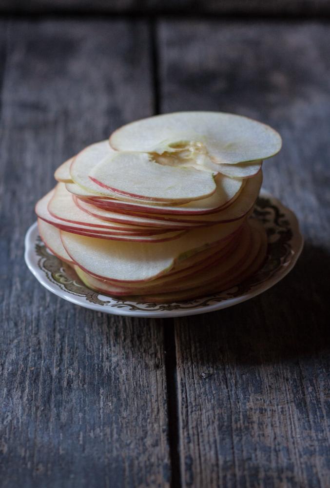 Frolla con ripieno morbido di mele e crema frangipane