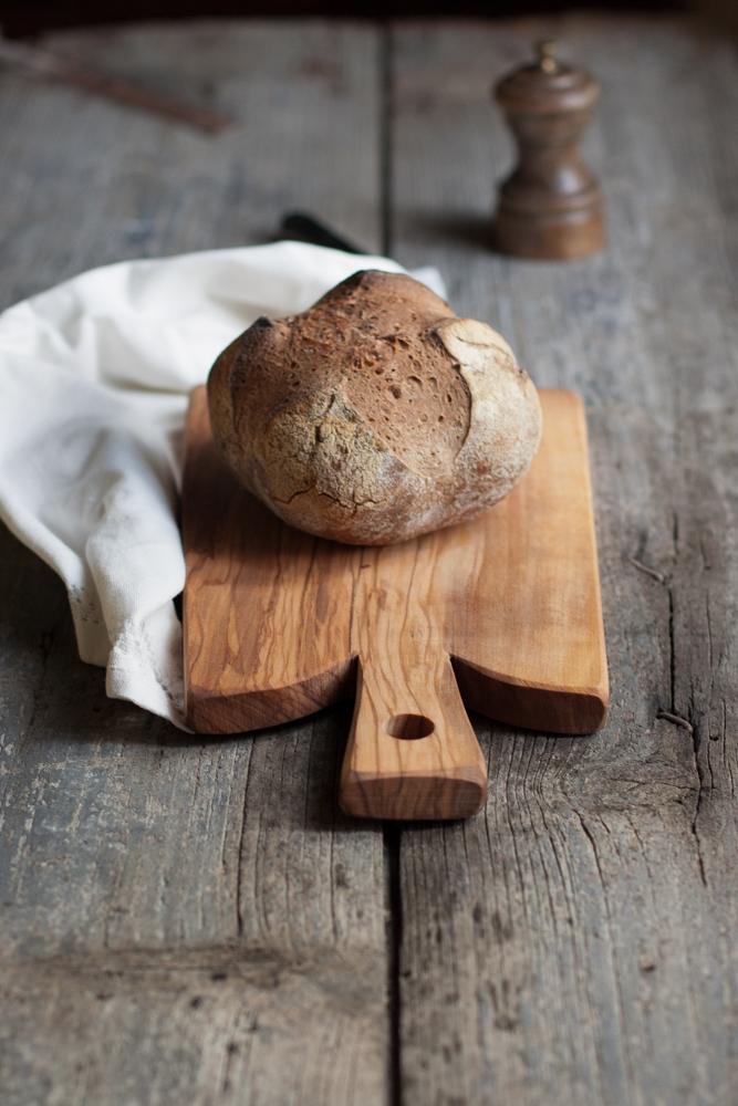 Crostoni di grano saraceno con ricotta, trota affumicata e porcini