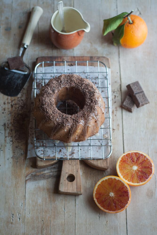 Torta con scaglie di cioccolato e arancia