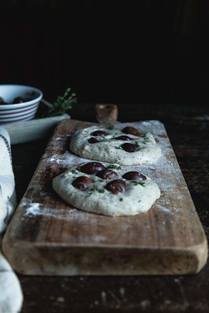 focaccia farina di canapa e olive greche