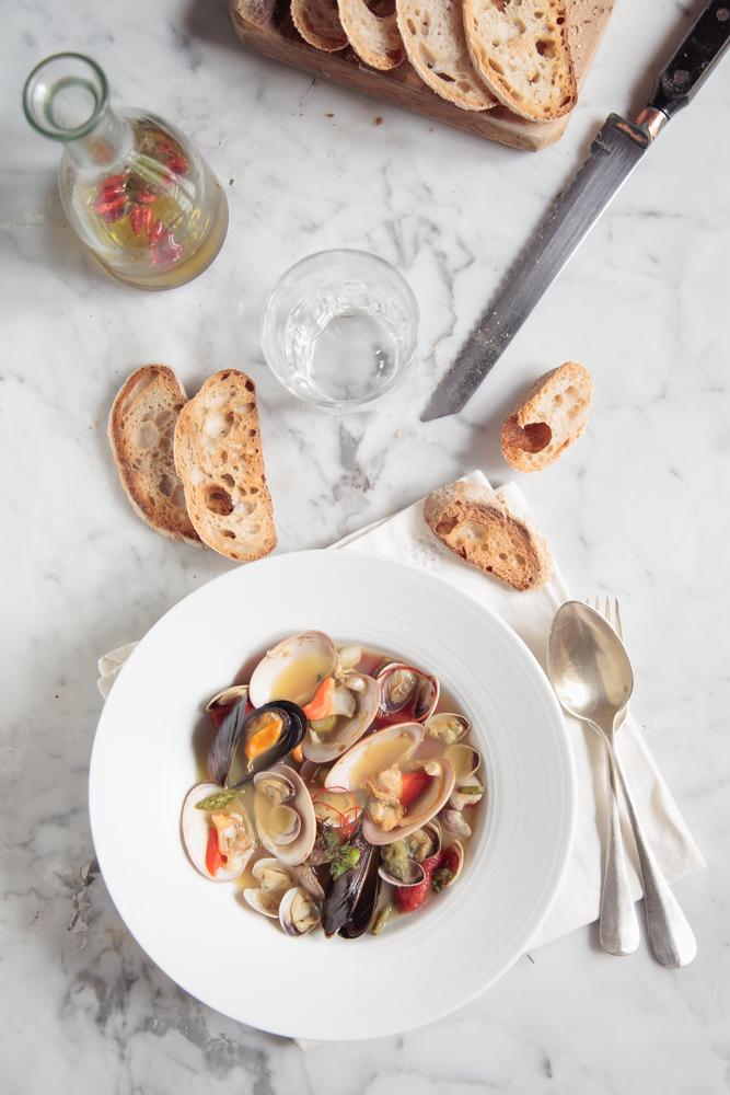 Vongole e molluschi in vasocottura con asparagi e zafferano (2)