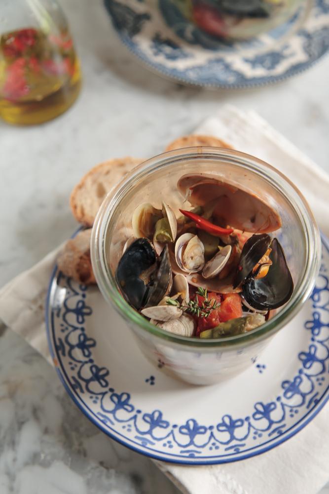 Vongole e molluschi in vasocottura con asparagi e zafferano (5)