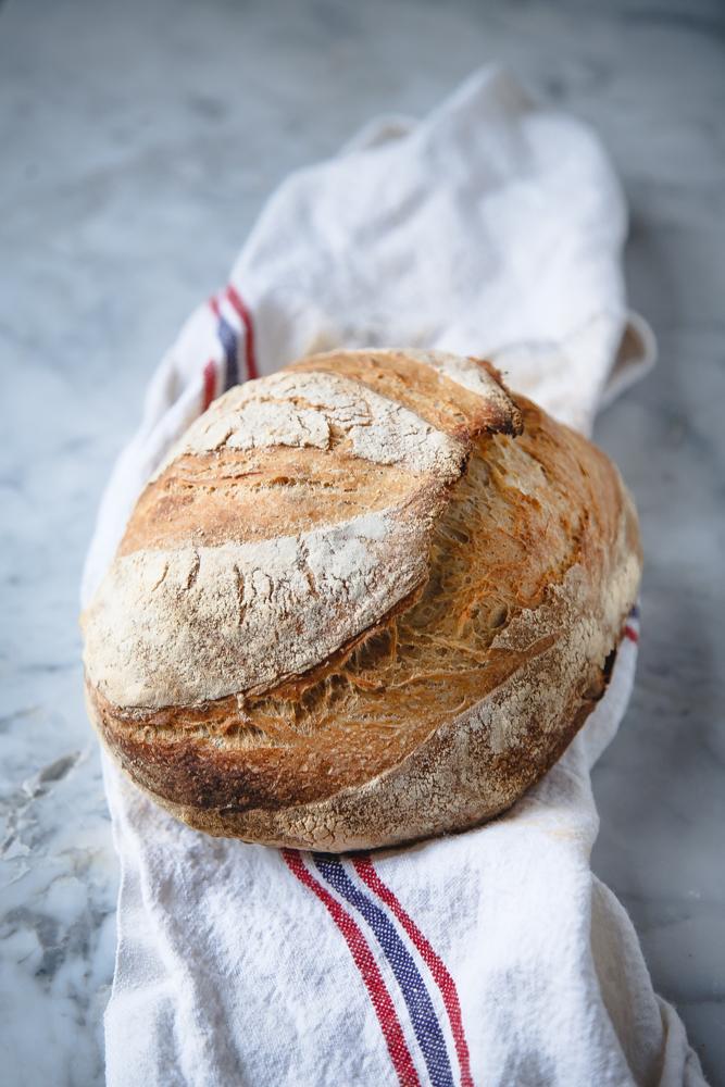 Pane di farro e farina semintegrale a lievitazione naturale