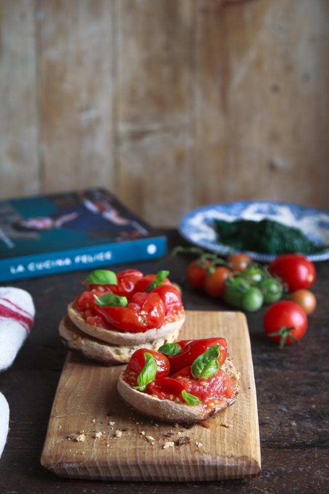 Frise con cavolo nero e pomodorini sottovuoto-2