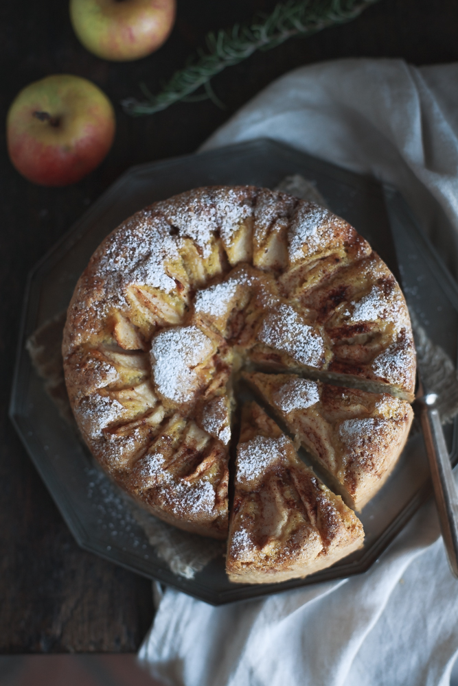 Torta di mele, rosmarino e cannella senza burro