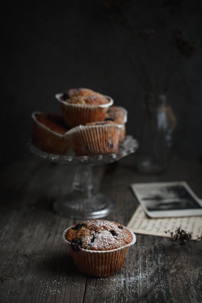 Muffin con farina di segale, mele e mirtilli-3